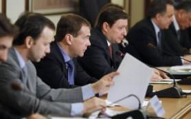 Медведев призвал развивать туризм на Каспии