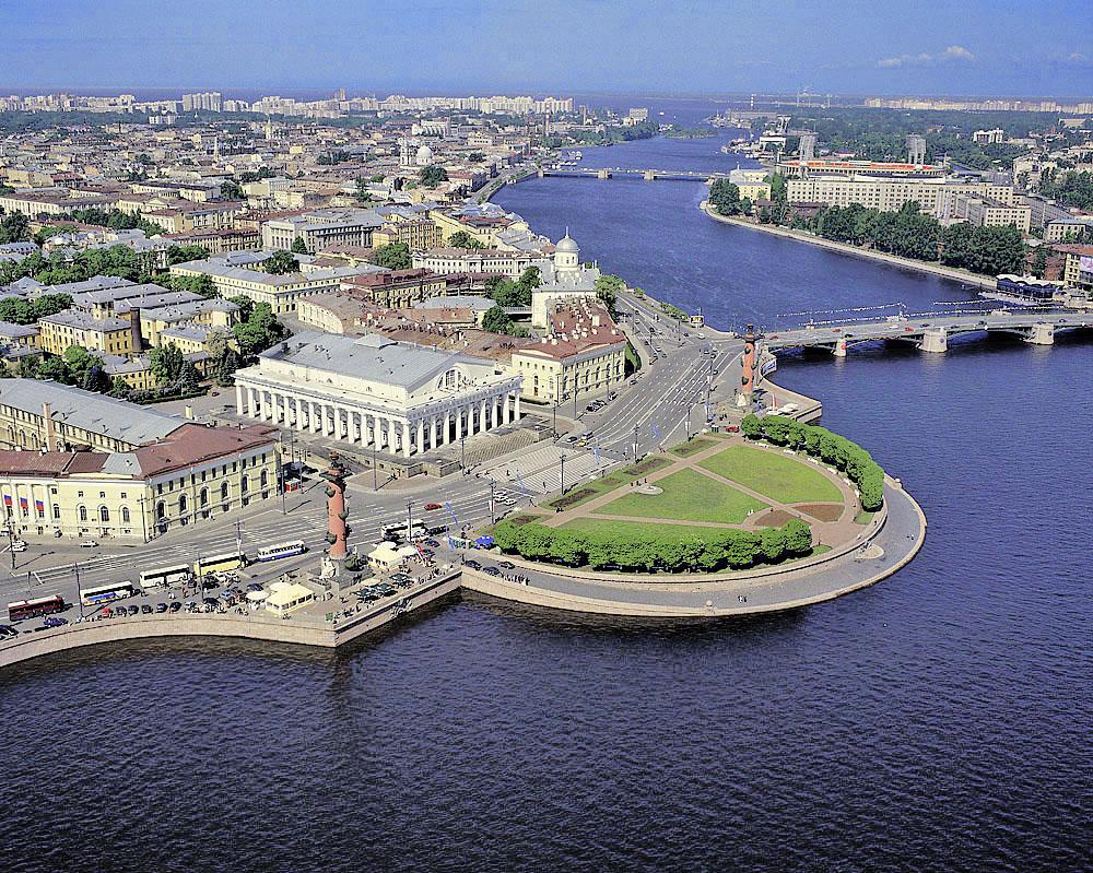 Россияне предпочли на майские праздники Золотое Кольцо и Петербург