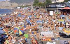 Власти Крыма решили отказаться от пляжных туристов