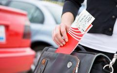 С началом сезона отпусков авиакомпании начали повышать цены на билеты