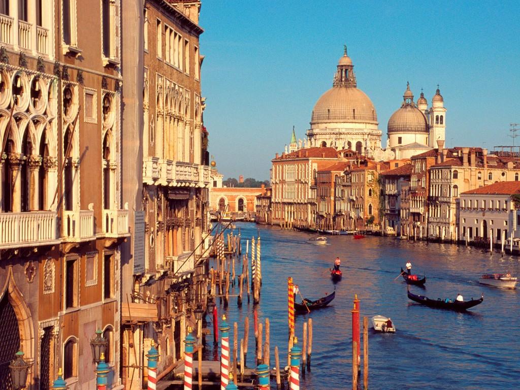 Российские туристы не могут вылететь из Италии