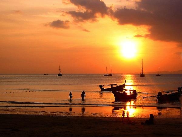 В Таиланде затонуло прогулочное судно, на котором находились почти 40 туристов