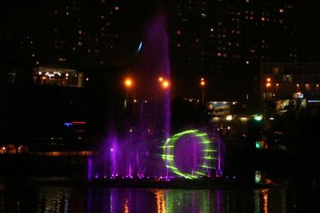 В Киеве появился светомузыкальный фонтан