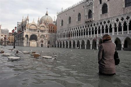 Треть Венеции скрылась под водой