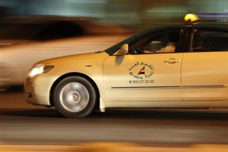 В ОАЭ таксист сдал пьяных туристов в полицию
