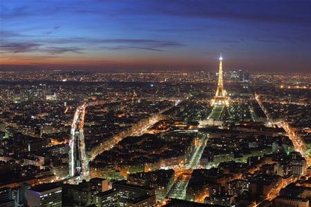 Париж погружается во тьму