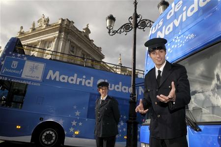 Рождественский автобус курсирует по Мадриду