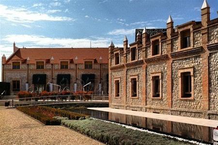 Испанский винодел приглашает гостей в свой отель