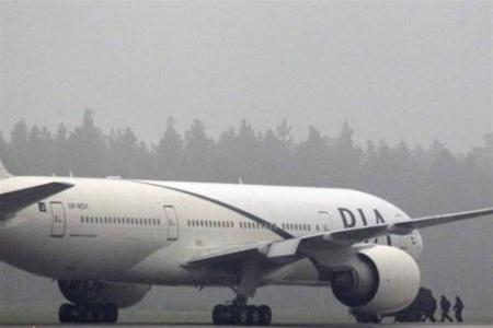 Лопнувшая шина самолета задержала туристов на Пхукете