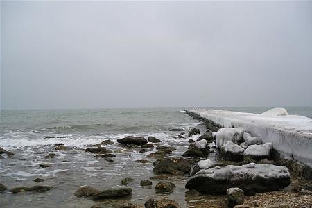 В зимнем море в Крыму утонул турист, нырнувший за мидиями