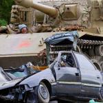 В Новой Зеландии туристам предлагают покататься на танке