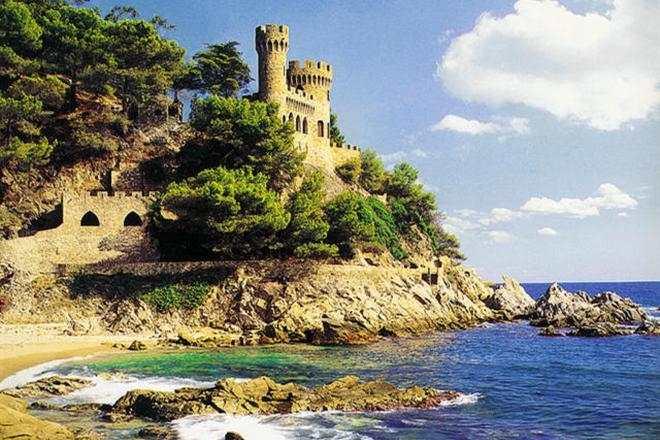Испания в августе приняла 8,3 млн туристов