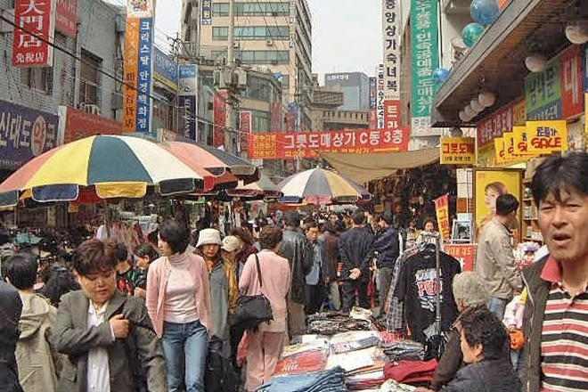 В южнокорейском Пусане открыли ночной рынок
