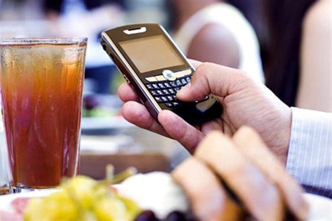 Израильский ресторан предлагает скидку посетителям без телефонов и ноутбуков