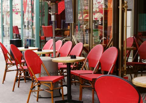 Во французском кафе установили цену на слова – «здравствуйте» и «пожалуйста»