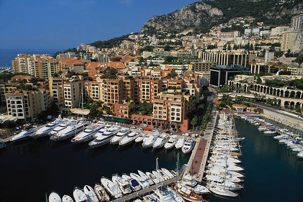 Выставка витрин компании SBM в Монако
