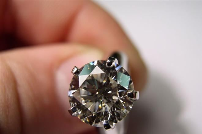 За ночь в отеле постояльцам дарят кольцо с бриллиантами