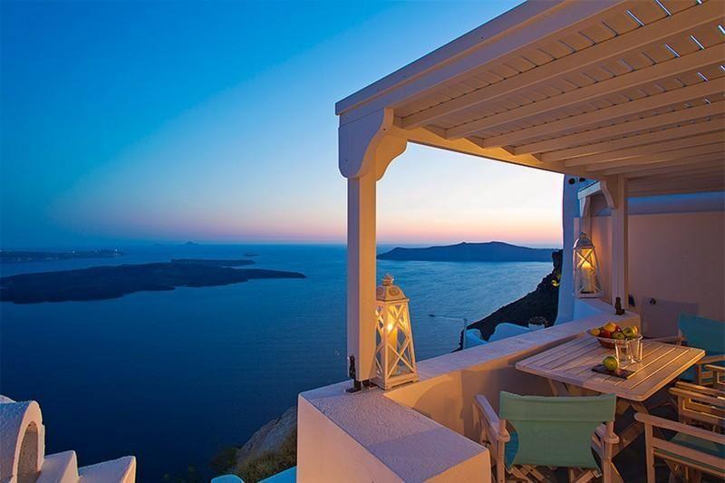 На греческом Санторини построили виллу для влюбленных