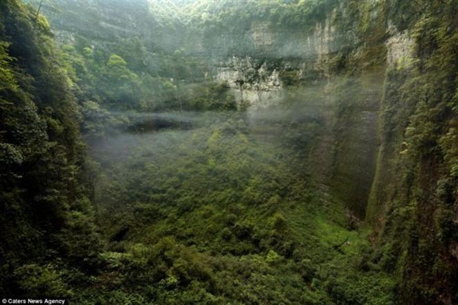 Затерянный мир: в Китае была обнаружена огромная пещера со своим климатом