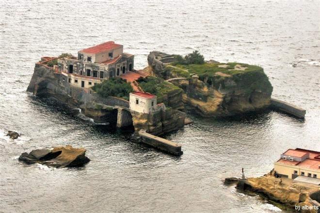 Проклятый остров в Италии