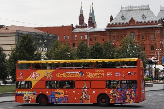 В центре Москвы загорелся экскурсионный автобус, пострадавших нет