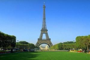Во время крушения самолет во Франции погибло 2 человека