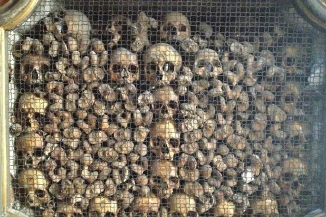 Церкви, которые украшены человеческими костями