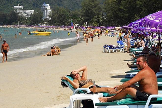 Власти Таиланда обсуждают возможность введения браслетов с идентификационными номерами для туристов