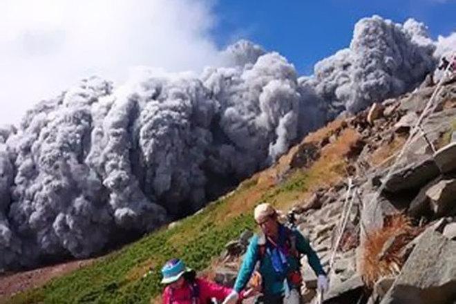 В Японии приступили к работам на месте извержения вулкана Онтакэ