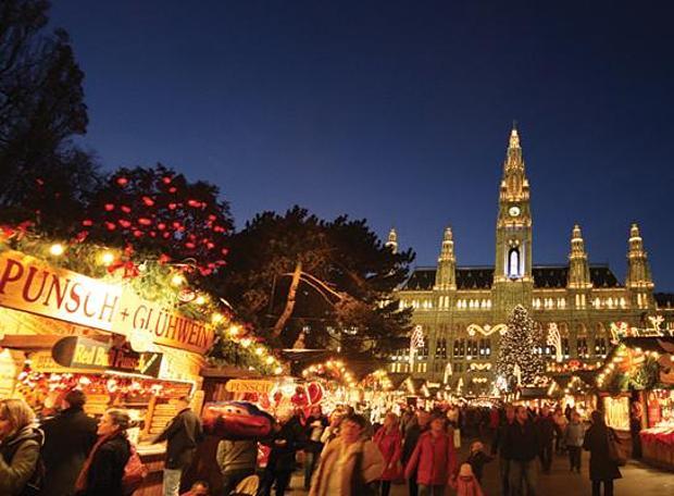 Рождественские базары повсеместно открываются в Вене