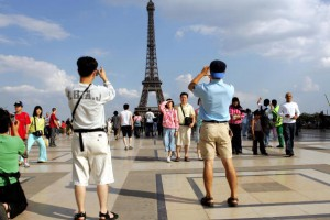 Теракты, произошедшие в Париже 7-8 января, не напугали приезжающих во Францию туристов