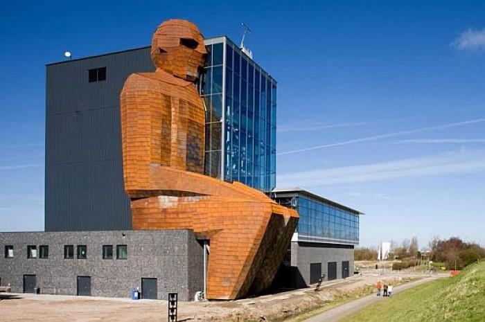 Несколько голландских музеев запретили использовать в своих помещениях так называемую палку для селфи