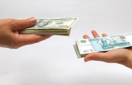 Граждане России снизили траты на покупки за рубежом на 50%