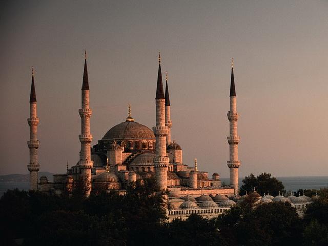 Подача электричества полностью прекращена в большинстве провинций Турции