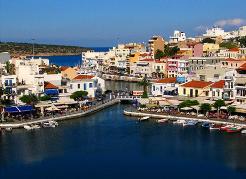 Британские туристы, которые провели отпуска на греческом острове Кос, пожаловались на засилье мигрантов
