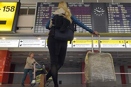 В российских аэропортах начали усиливать меры безопасности