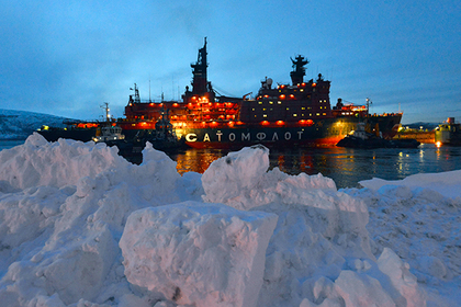 Четыре круизных рейса к Северному полюсу с туристами на борту совершит предстоящим летом атомный ледокол Атомфлота