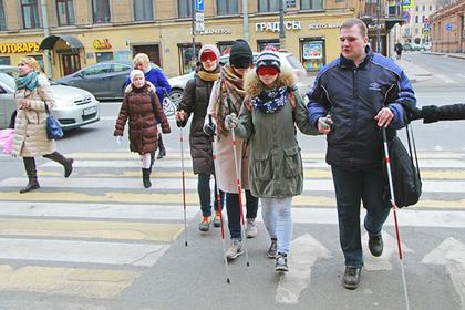 Житель Санкт-Петербурга, потерявший зрение несколько лет назад, организовал экскурсии с закрытыми глазами