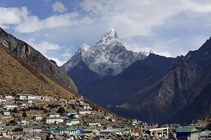 Первая с апреля 2014 года группа альпинистов смогла добраться до вершины Эвереста