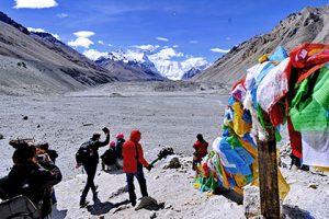 Китайские власти решили заносить в черные списки покорителей Эвереста