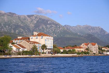 Самым популярным зарубежным авианаправлением у российских туристов на День России станет черногорский Тиват.