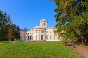 Усадьба «Архангельское» в Красногорском районе Подмосковья была признана самой популярной у туристов за пределами столицы