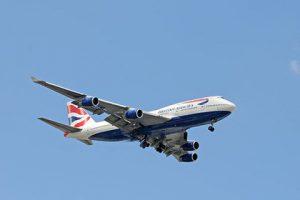 Самолет British Airways вернулся в аэропорт вылета из-за запаха на борту, напоминающего марихуану