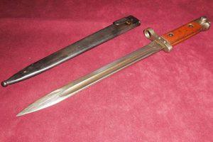 У вернувшегося из Болгарии в Екатеринбург туриста обнаружили штык-нож XIX века