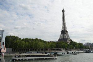 Число иностранных туристов во Франции с начала года снизилось на 7%