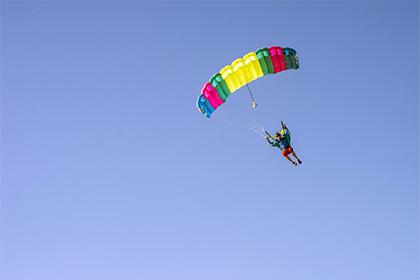 Российский турист погиб во время прыжка с парашютом в Таиланде