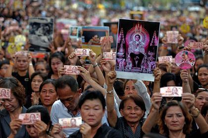 В Таиланде из-за траура отменили 13 развлекательных мероприятий
