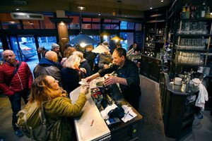 В Париже заработал сервис по поиску дешевых ресторанов
