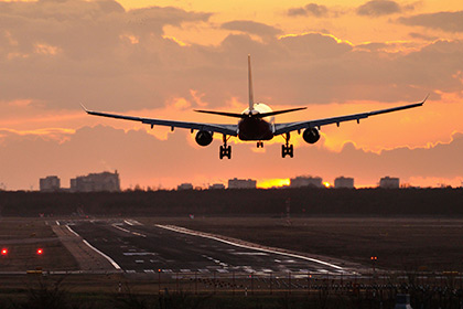 Пассажиры в египетском аэропорту сами загрузили багаж в самолет