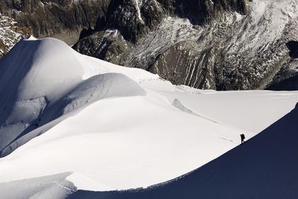 Россиянин разбился в Альпах во время прыжка с костюмом-крылом